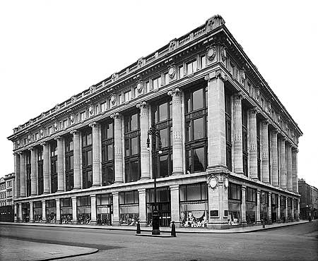 Selfridge & Co. as completed in 1909 and before extension.